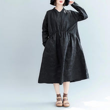 Load image into Gallery viewer, stylish navy cotton blended maxi dress plus size clothing V neck wrinkled traveling dress Fine long sleeve pockets dresses