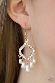 Divinely Diamond Gold Earring