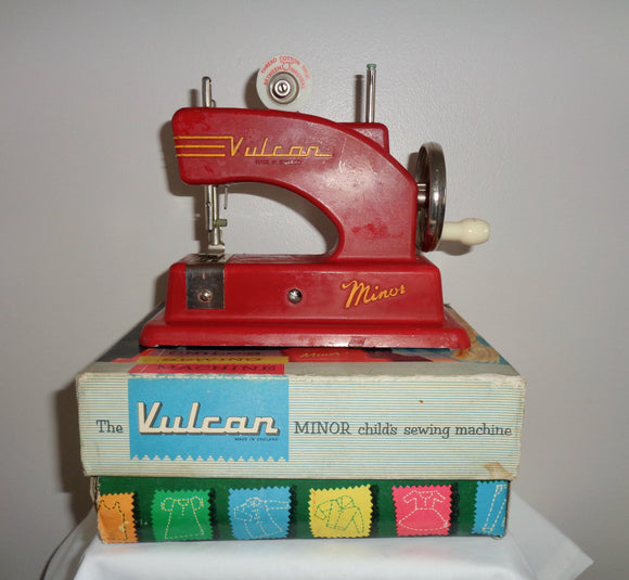 Vintage Vulcan Minor Miniature / Child's Sewing Machine In Its Original Box