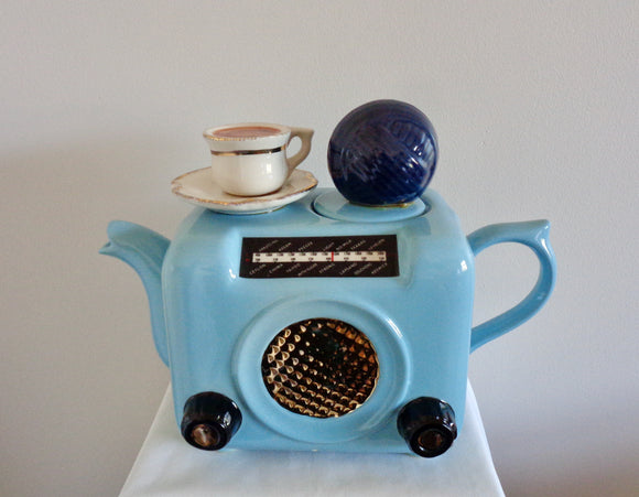 Swineside Teapottery Vintage Bush DAC 90 Radio Novelty Pottery Teapot
