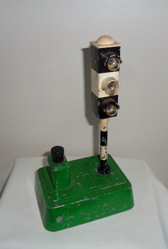 1950s British SEL Metal Battery Operated Traffic Light Toy Model 720