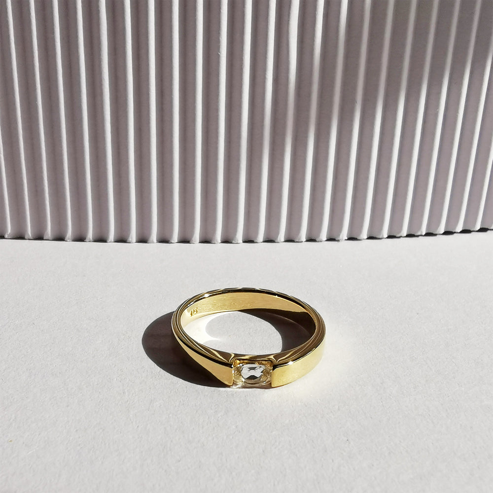 Load image into Gallery viewer, 14K Gold Oval White Topaz Ring