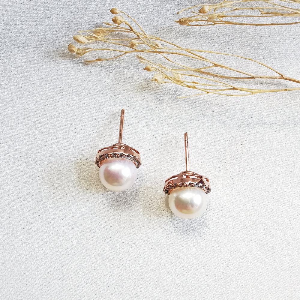 Load image into Gallery viewer, Fresh Water Pearl Stud Earrings