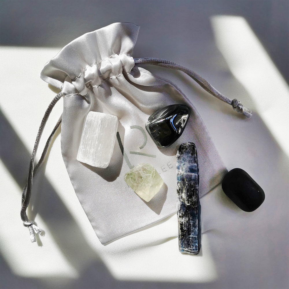 Load image into Gallery viewer, Protection & Clearing Crystal Kit - Set of 5 healing crystals