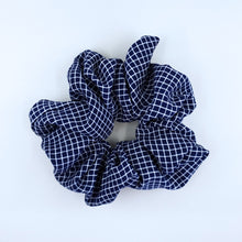 Load image into Gallery viewer, SQUARE SCRUNCHIE