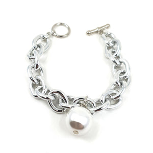 Chain link jewellery and pearls are a necessity this season! The Mila bracelet is perfect for layering or is a total knockout as a stand alone piece! Featuring a tight chain link design with a toggle clasp.  The single, perfectly round pearl bead gives this bracelet a point of difference.  Please note: the Mila bracelet does not feature an extension chain.  Please check your wrist measurements carefully before purchasing.