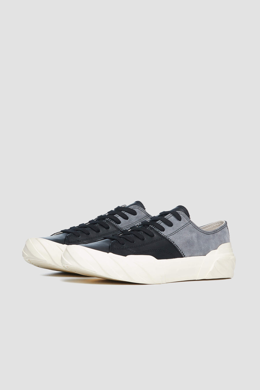 AGE - Low-Cut Leather and Suede Sneakers (grey/black)