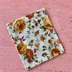 Fat Quarter, Gold coloured Flowers