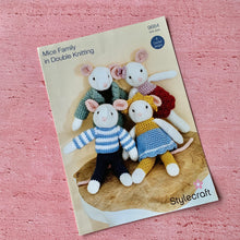 Load image into Gallery viewer, Stylecraft, Crochet Pattern 9664, Mice Family