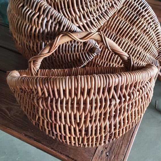 Half Round Basket With Handle to Hang on Wall