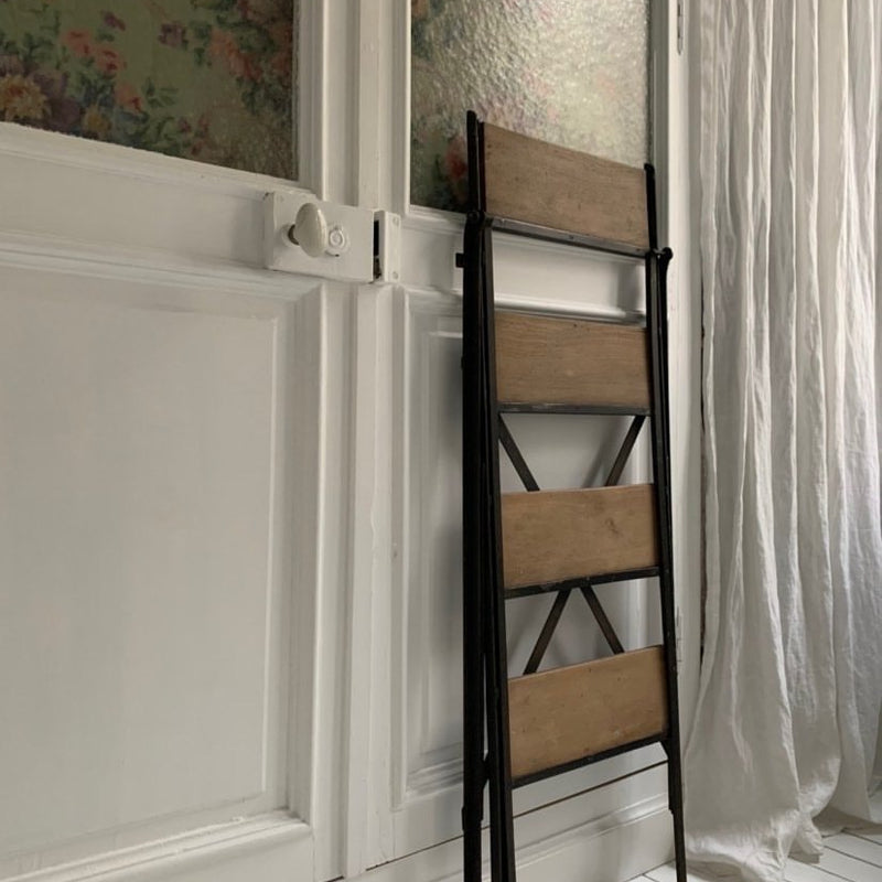 Folding Step Ladder/Oak & Metal