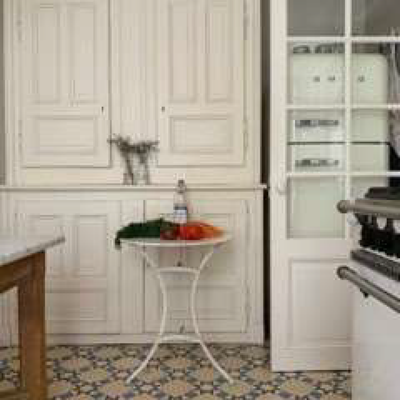 Iron Painted Bistro table (white, riveted)
