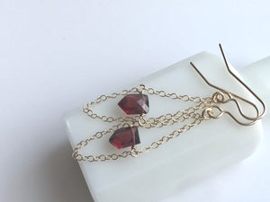 Garnet Earrings with Chain 14KGF / ガーネット ピアス チェーン 14KGF