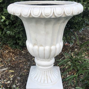 URN FIBERGLASS WHITE / INDOOR OR OUTDOOR