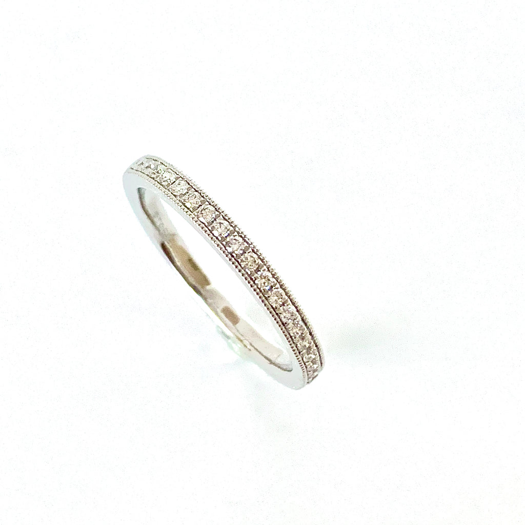 SLIM PLATINUM 15PT DIAMOND BAND