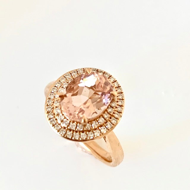 18CT ROSE GOLD MORGANITE DIAMOND CLUSTER RING