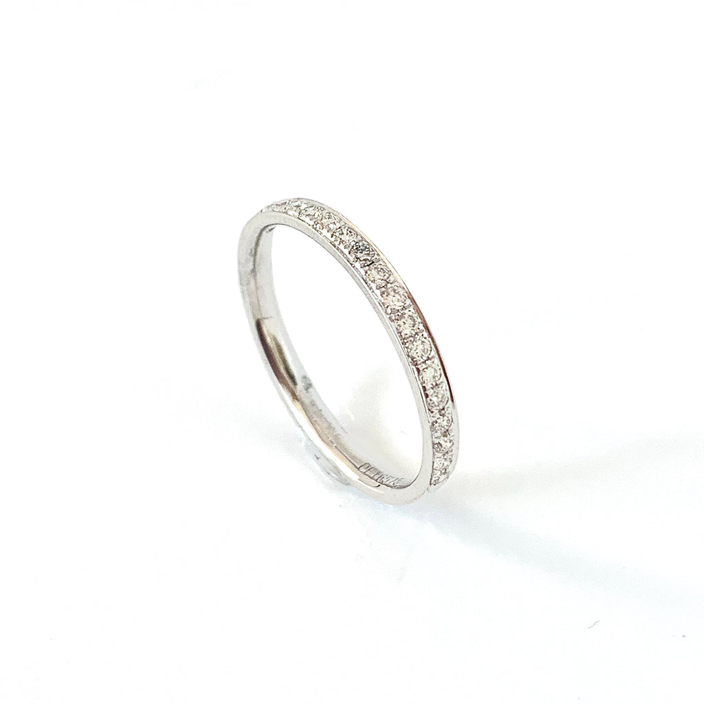 VERY SLIM PLATINUM DIAMOND RING