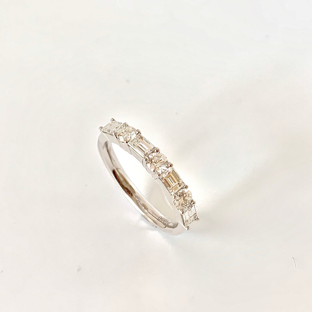 1.00CT BAGUETTE AND ROUND  BRILLIANT CUT DIAMOND RING