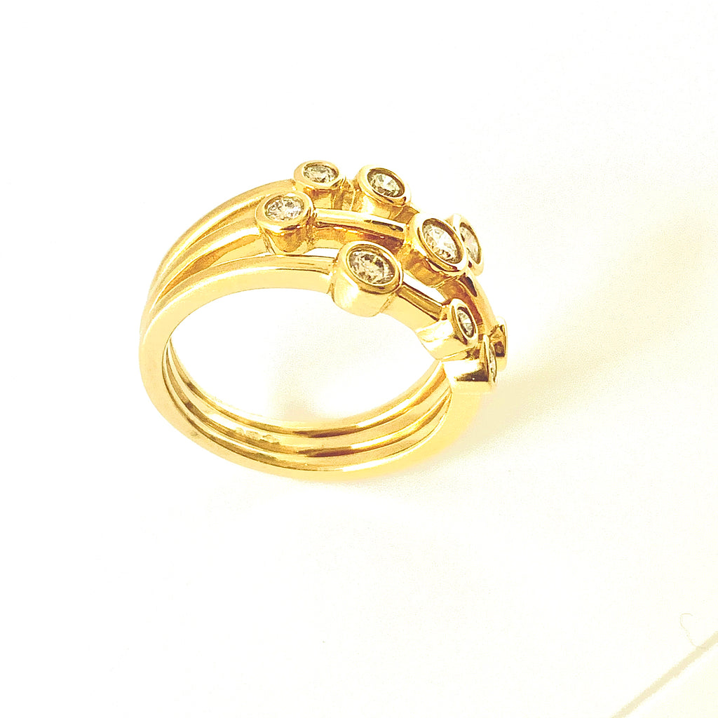 18CT YELLOW GOLD 50PT SCATTERED DIAMOND RING