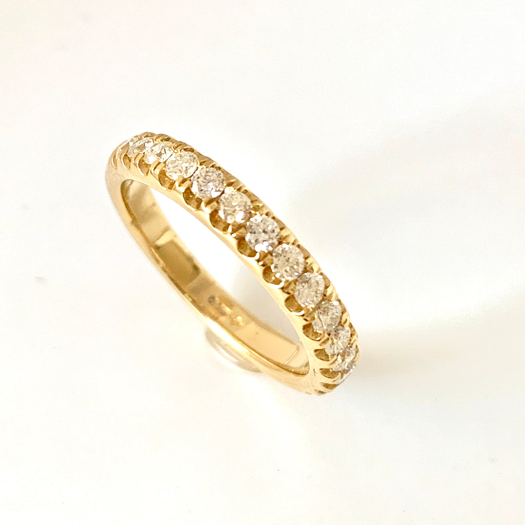 18CT GOLD 50PT CLAW SET DIAMOND BAND