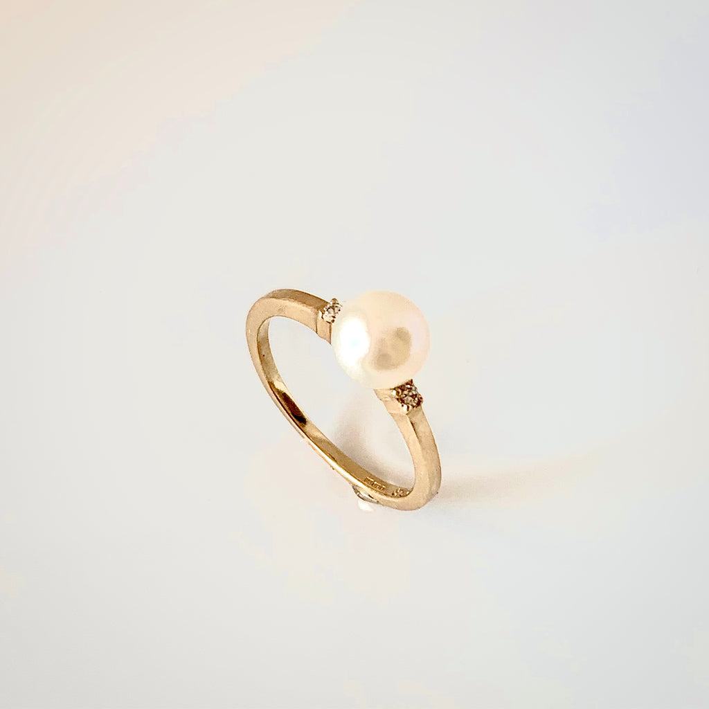 9CT CULTURED PEARL AND DIAMOND RING
