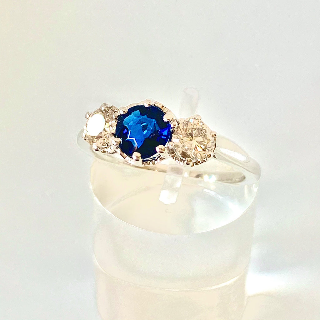 VINTAGE DIAMOND AND SAPPHIRE THREE STONE 18CT RING