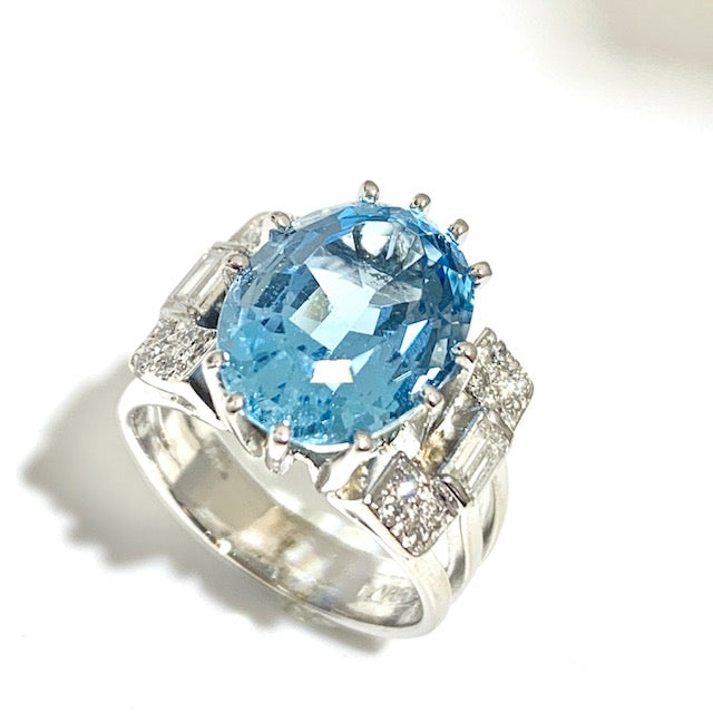 VINTAGE 18CT 6.54CT AQUAMARINE AND DIAMOND CLUSTER RING