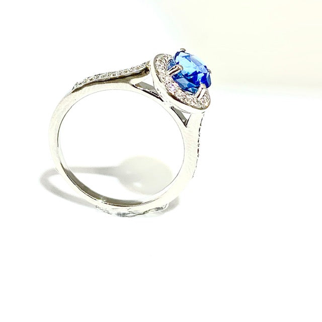 18CT SAPPHIRE AND DIAMOND HALO RING