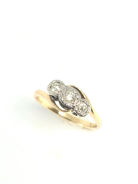 18CT & PLATINUM VINTAGE DIAMOND 3 STONE RING