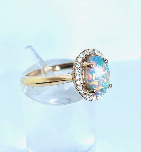 18CT YELLOW GOLD HALO OPAL AND DIAMOND RING