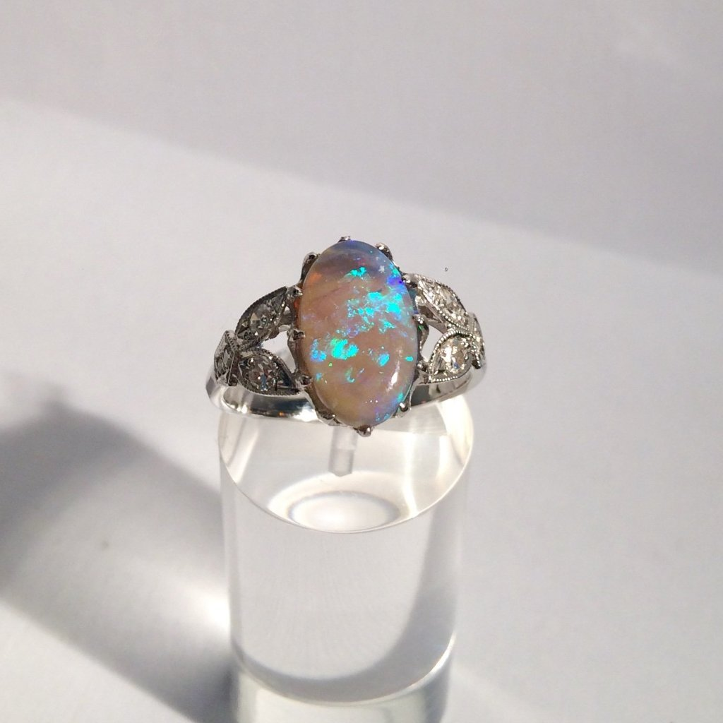 18CT WHITE GOLD BLACK OPAL RING