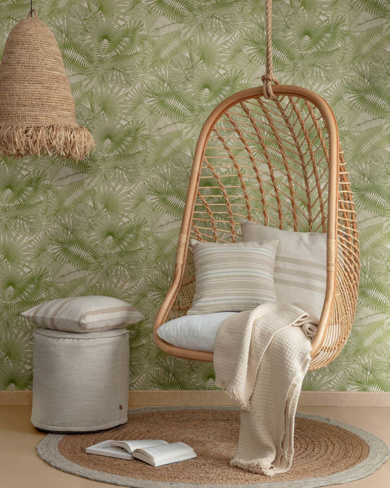 Chaise suspendu en rotin naturel.
