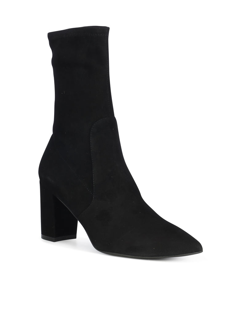 Pointed ankle boot