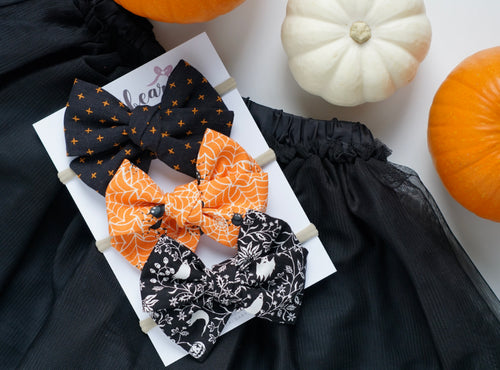 October // large bow set