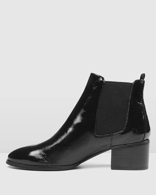 Solid Polished Pointy Chelsea Boots