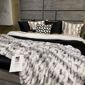 Luxurious Hand Crafted Faux Fur Nuevo Two-tone Blanket/Coverlet by Rug Factory Plus