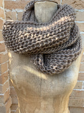 Load image into Gallery viewer, Chunky knit infinity scarf