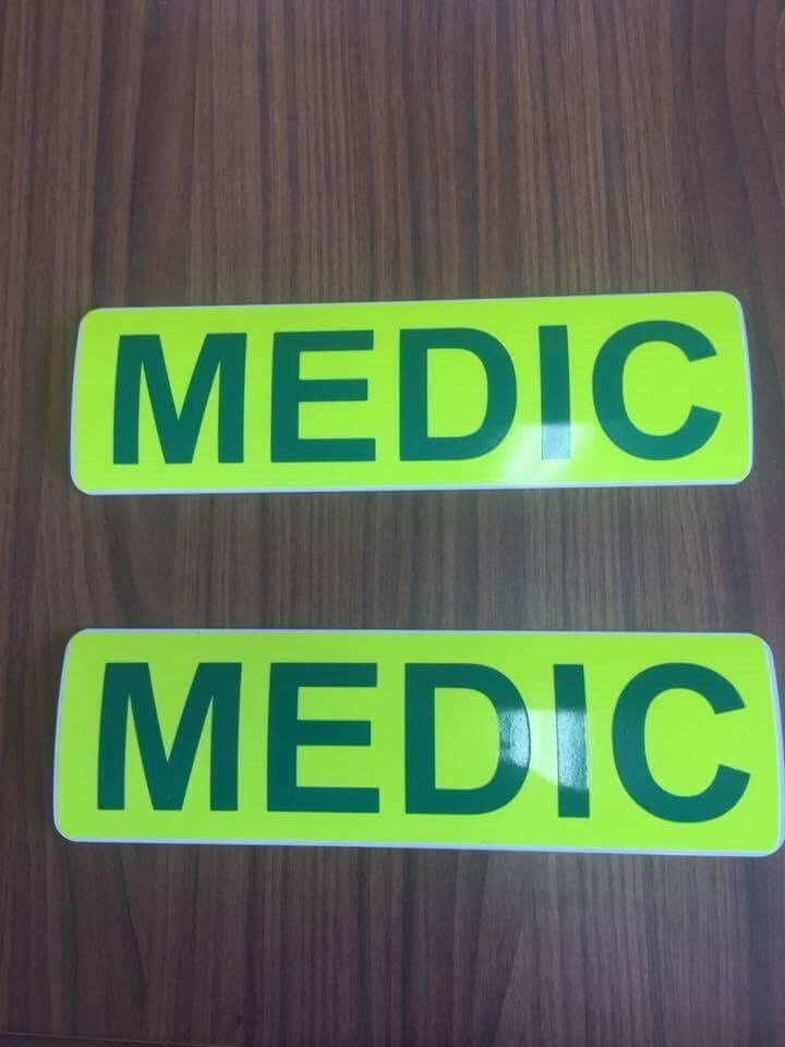 Magnet MEDIC 2 piece - Green text (MG031)