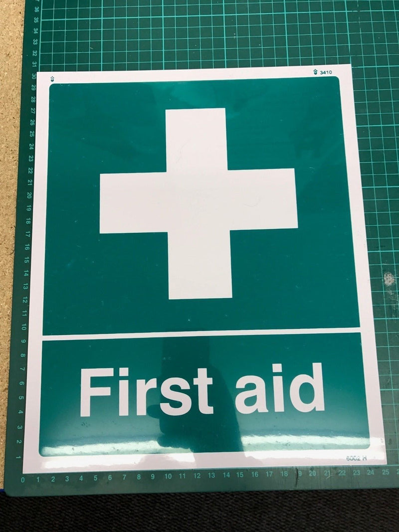 Sticker FIRST AID