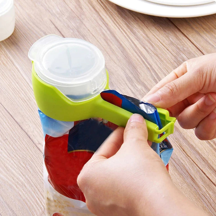 Rompsun™ Grocery bag sealing clip with discharge nozzle