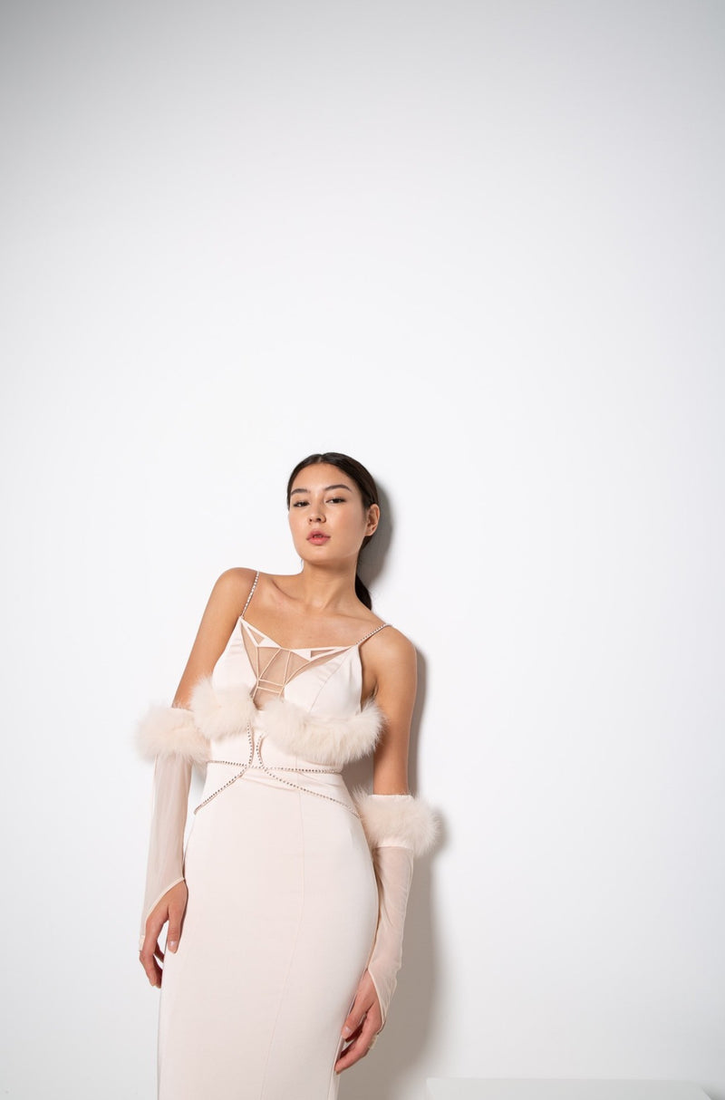 NILI GOWN IN PEACH