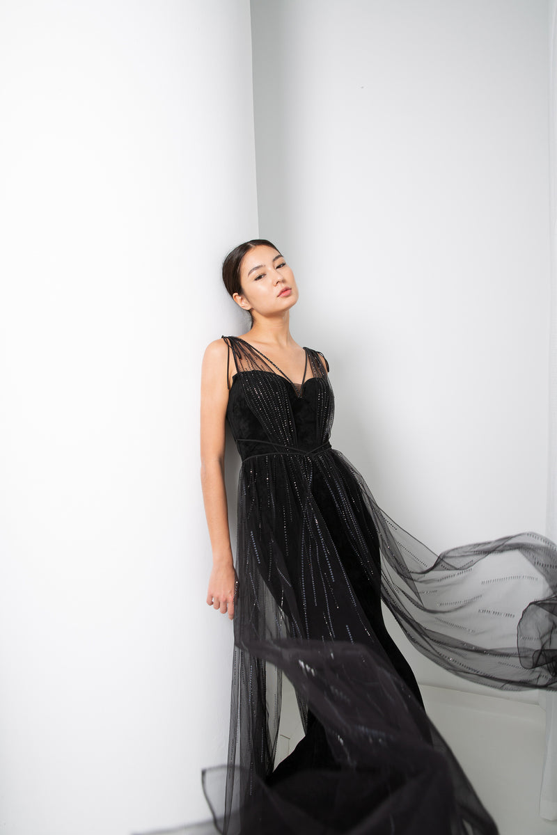 CARRI GOWN IN BLACK