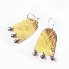 Load image into Gallery viewer, Hand hammered earrings with semi precious stone or pearls