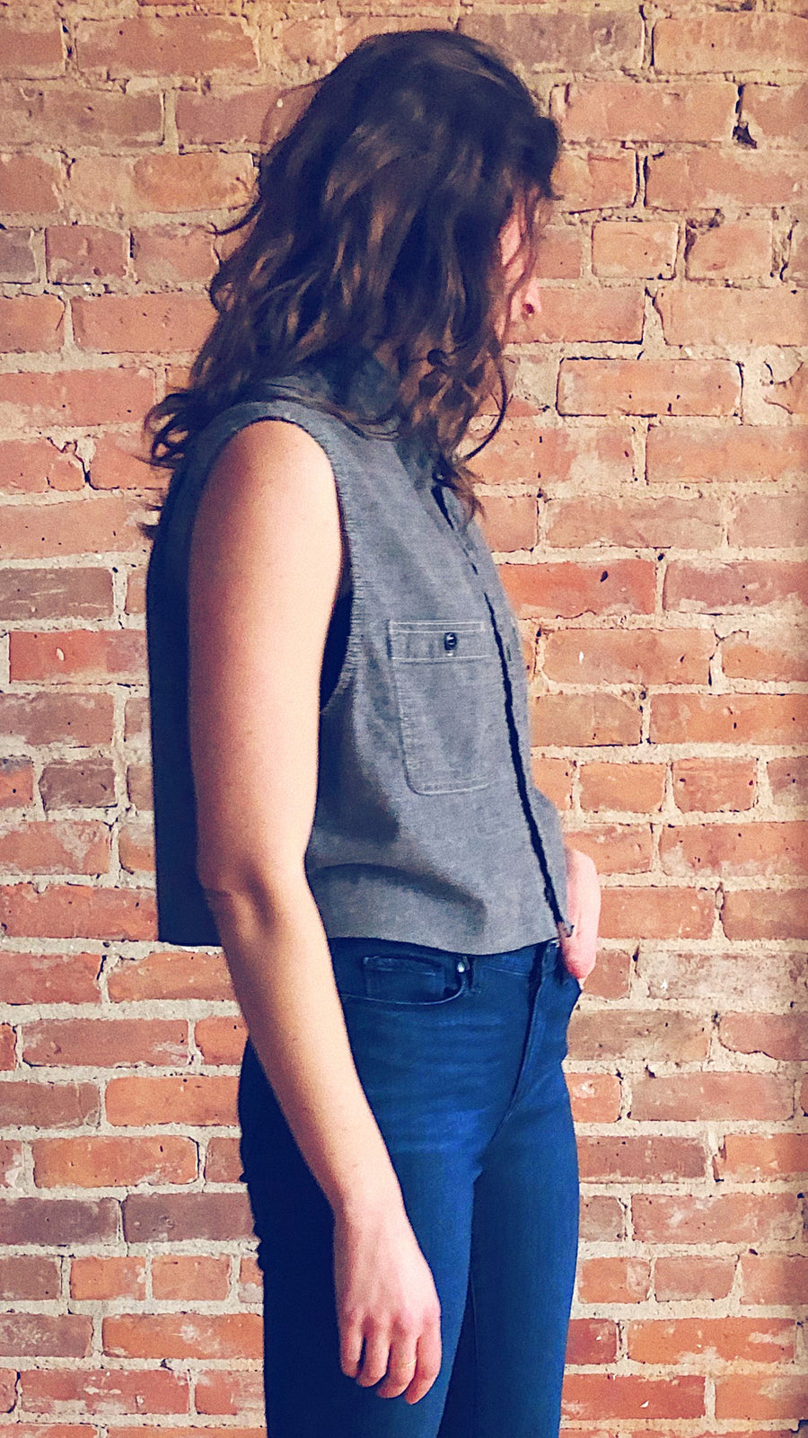heathered grey sleeveless raw hem button down