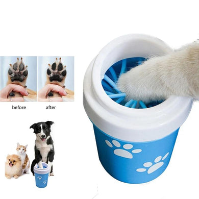 Device for cleaning paws