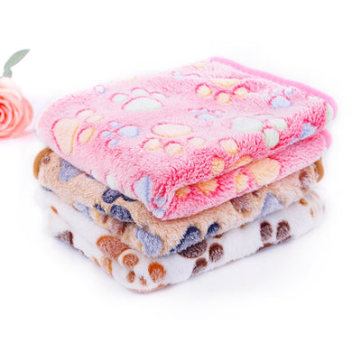 Warm fleece blanket for sleeping pet