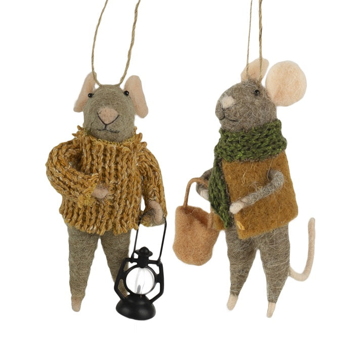 Wintery Country Mice