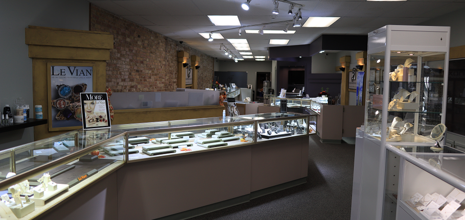 Holiday Shopping for Diamond Jewelry in Plymouth IN