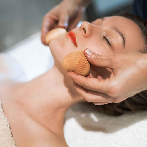Maderotherapy facial treatment in Nerja