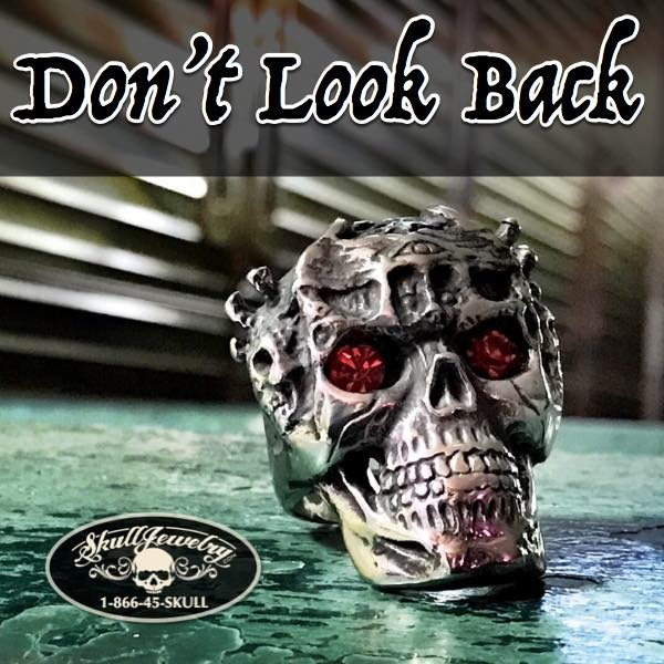 'Don't Look Back' Skull Ring